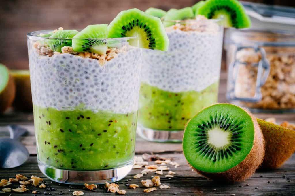 Pudin de chía con kiwi y granola